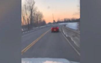 Απαράδεχτος οδηγός δεν αφήνει ασθενοφόρο να περάσει (video)