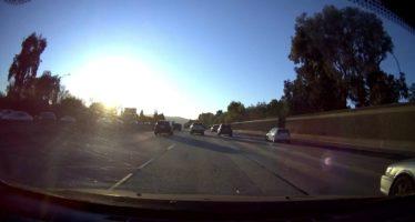 Πατίνι σπέρνει τον πανικό σε αυτοκινητόδρομο (video)
