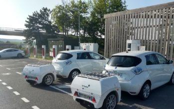 Το τρέιλερ-μπαταρία που φορτίζει ηλεκτρικά αυτοκίνητα (video)