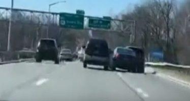 BMW κάνει σφήνες και τρακάρει (video)