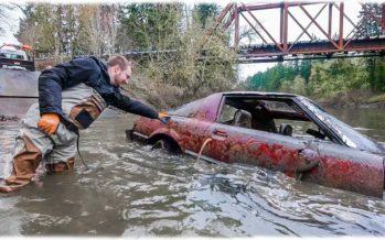 Ανασύρθηκε Mazda RX-7 που ήταν για χρόνια μέσα σε ποτάμι (video)