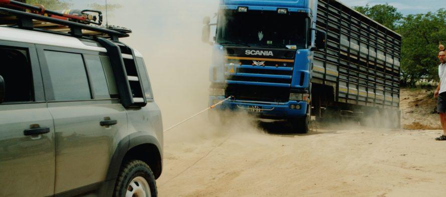 Έτσι ξεκόλλησε ένα Scania 20 τόνων από την άμμο! (video)