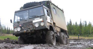 Πουθενά δεν κωλώνει αυτό το στρατιωτικό φορτηγό Volvo
