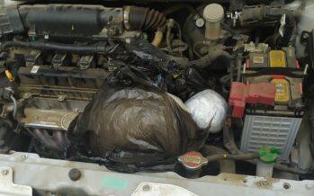 Έκρυψαν συσκευασία με κάνναβη στον κινητήρα αυτοκινήτου