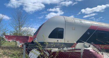 Απίστευτο και όμως τράκαρε τρένο με σκάφος! (video)