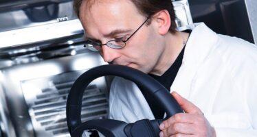 Το επάγγελμα να μυρίζεις αυτοκίνητα της Audi (video)