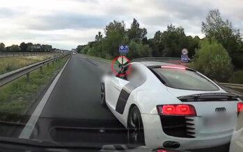 Το μεσαίο δάχτυλο σήκωσε ο οδηγός ενός Audi R8 (video)
