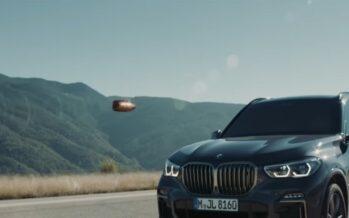 Θωρακισμένη BMW X5 δέχεται σφαίρα από καλάσνικοφ (video)
