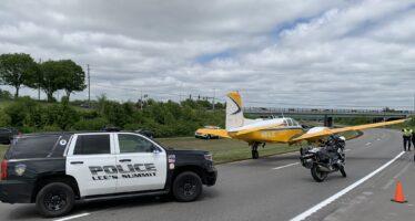 Αναγκαστική προσγείωση αεροπλάνου σε δημόσιο δρόμο! (video)