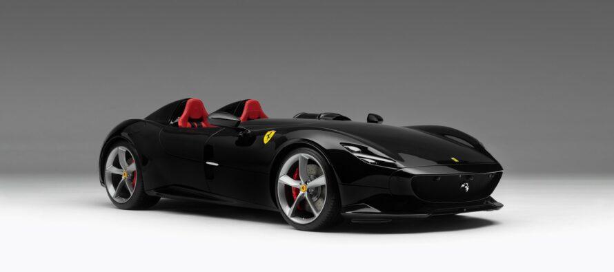 Διάσημος ποδοσφαιριστής αγόρασε τη νέα Ferrari Monza SP2 (video)