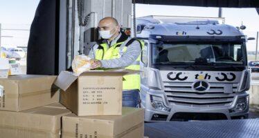 Μεταφορά 100.000 μασκών με φορτηγό Mercedes Actros