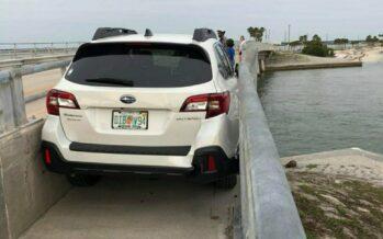 Οδηγός μέθυσε και σφήνωσε το Subaru Outback (video)