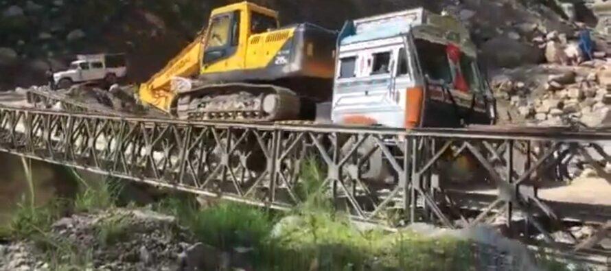 Γέφυρα κατέρρευσε από το βάρος φορτηγού (video)