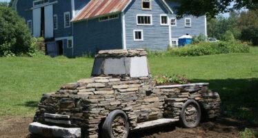 Δείτε πως χτίζεται ένα φορτηγό από πέτρες (video)