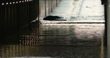 Υπόγεια διάβαση έγινε ο υγρός τάφος ενός Audi Α7 (video)