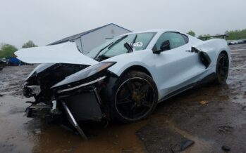 Για ανταλλακτικά αξίζει μόνο αυτή η τρακαρισμένη Corvette