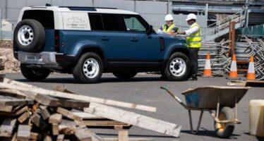 Η Land Rover βγάζει στο μεροκάματο το Defender (video)