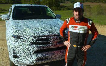 Τι κρύβει το καμουφλάζ του ανανεωμένου Toyota Hilux; (video)