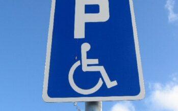 Οδήγηση χωρίς κράνος και στάθμευση σε θέσεις αναπήρων-2.213 παραβάσεις