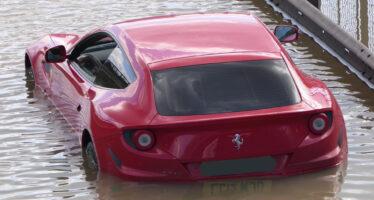 Δυστυχώς αυτή η Ferrari δεν ήξερε κολύμπι (video)