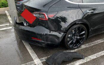 Προφυλακτήρας από Tesla Model 3 ξηλώθηκε μόνος του (video)