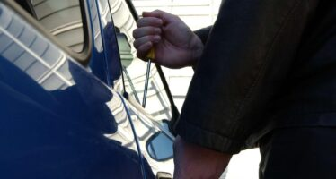 Συνελήφθη διαρρήκτης αυτοκινήτων στη Νέα Φιλαδέλφεια