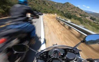 Μοτοσυκλέτα φρενάρει με 145 χλμ./ώρα (video)