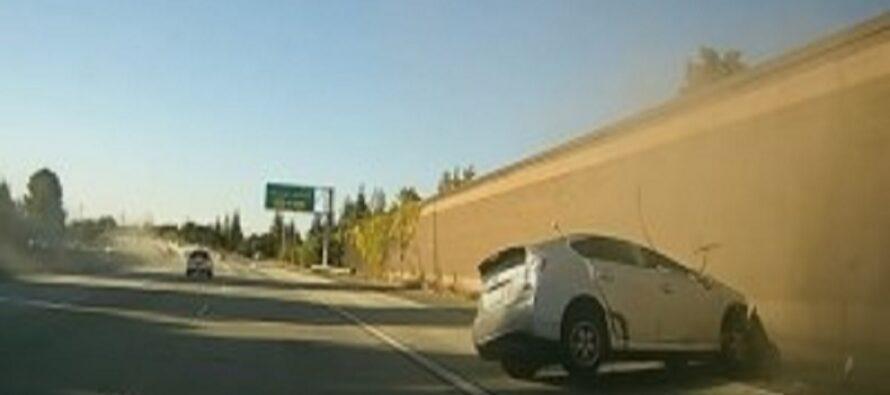 Toyota Prius εκτοπίζεται από Nissan και αναποδογυρίζει (video)