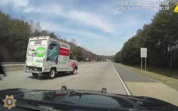Δείτε την άγρια καταδίωξη ενός βαν και πως έληξε (video)