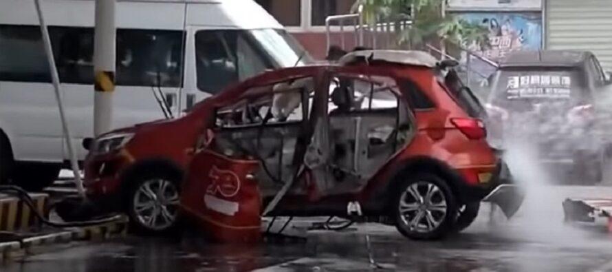 Η στιγμή που εκρήγνυται ηλεκτρικό αυτοκίνητο (video)