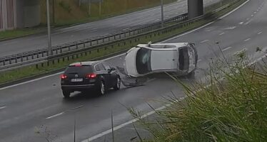 Δείτε πως έγινε σμπαράλια ένα Peugeot 207 (video)