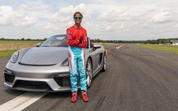 Η 16χρονη που έκανε Ρεκόρ Γκίνες με Porsche (video)