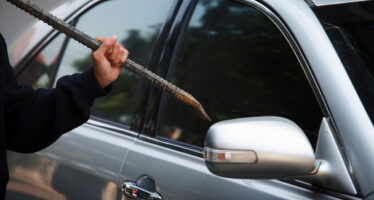 Δυο συλλήψεις στη Θεσσαλονίκη για διαρρήξεις αυτοκινήτων