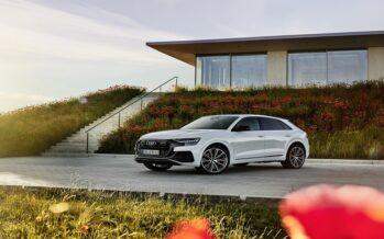 To Audi Q8 μπαίνει στην πρίζα και «ταΐζει» με ρεύμα έως 462 ίππους