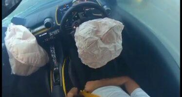 H στιγμή που ανοίγουν οι αερόσακοι μιας Ferrari 812 Superfast (video)