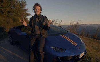 Γιος έκανε δώρο στον πατέρα του «βόλτα» με Lamborghini (video)