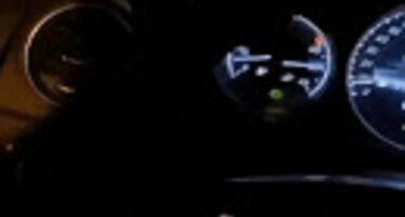 Βιντεοσκοπούσε ενώ οδηγούσε και τράκαρε σε κολόνα (video)