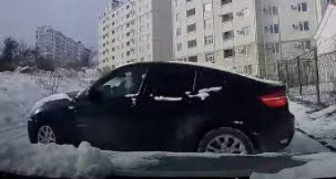 Επική αποφυγή σύγκρουσης στα χιόνια με BMW X6 (video)