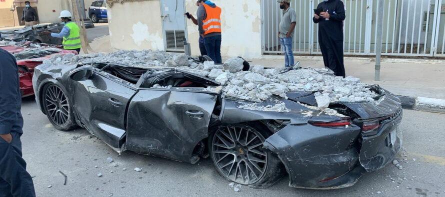 Χαλκομανία έγιναν πολυτελή αυτοκίνητα από κατάρρευση πάρκινγκ (video)