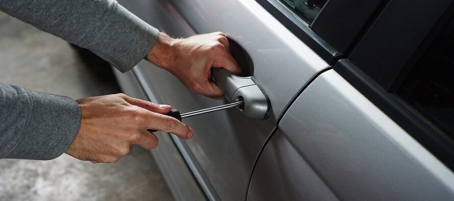 Κατηγορούνται για 15 διαρρήξεις αυτοκινήτων στη Θεσσαλονίκη