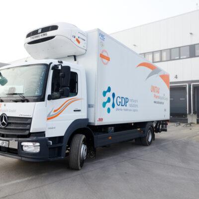 Covid-19 – Unitax nutzt Mercedes-Benz Atego für den Impfstofftransport in BrandenburgCovid-19 – Unitax uses the Mercedes-Benz Atego for transporting vaccinations in Brandenburg