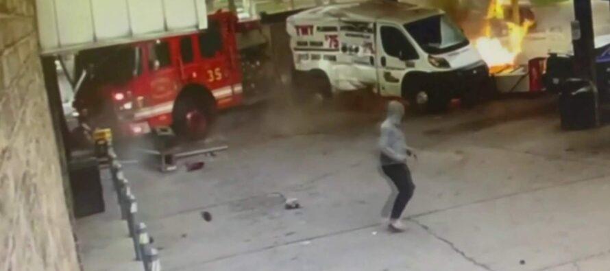 Πυροσβεστικό όχημα παραλίγο να βάλει φωτιά σε βενζινάδικο (video)