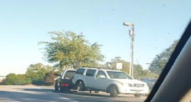 Έτσι μεταφέρουν τα κατασχεμένα αυτοκίνητα (video)
