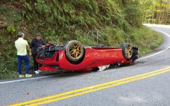 Αναποδογύρισε και ξεψύχησε αυτή η Ferrari αλλά ο οδηγός σώος και αβλαβής