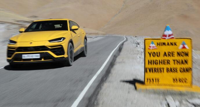 Lamborghini σκαρφάλωσε σε υψόμετρο 5.882 μέτρων!